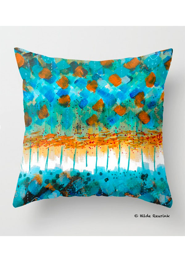foto van kussenhoes met abstract dessin in blauw en oranje | © Hilde Reurink